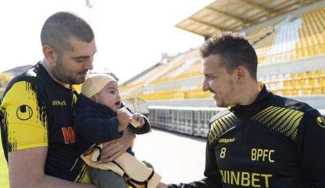 Тодор Неделев приветства малкия Сами в семейството на Ботев!